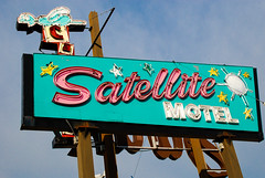 Satellite Motel Wildwood NJ (ho_hokus) Tags: sign vintage newjersey neon nj motel retro wildwood jerseyshore 2011 satellitemotel nikond80 doowopmuseum tamron18270mmlens