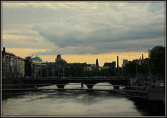 Sunset. (XaviAlvar) Tags: city ireland sunset sky ro river bridges ciudad cielo puentes puestadesol irlanda dubln