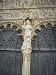 Cathdrale Saint-Etienne, Bourges, Cher. (Only Tradition) Tags: france church frankreich iglesia frana chiesa igreja frankrijk francia glise franca eglise kisha esglesia kirch franciaorszg  frana