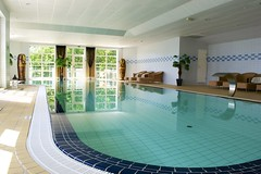 Spa (MacWhite) Tags: pool stockholm spa saltsjbaden d3100