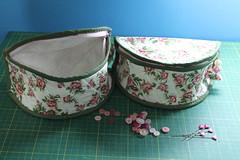 Necessaire meia lua (ceciliamezzomo) Tags: flowers flower verde green floral bag pin handmade flor makeup rosa maquiagem case porta patchwork flowered bolsinha necessaire