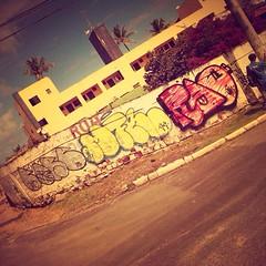 Sol e Treta II (marciomfr) Tags: street graffiti bahia salvador outline ge bombing core itapua rao tbc throwup mfr throwie fotografiaurbana dimak 071crew graffitisalvador corexplosion ssa13 marciomfr tagsandthrows welovebombing trapboys ilovebombing arquivosgraffiti fotografiapordimak soletreta graffitieirosescrotos