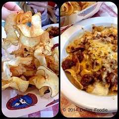 Found a most excellent #FritoPie and Texas twister #potatochips at Riscky's Trail Boss Burgers in Fort Worth Stockyards. Those chips tasted super fresh, like actual potato. The frito pie chili was well seasoned and less than $5.