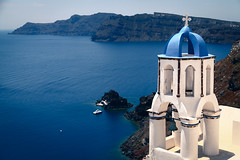 The striking colors and lines of Oia with its natural surroundings (Santorini, Greece) (THINKGlobalSchool) Tags: santorini greece seniors seniortrip g12 y5 lclark