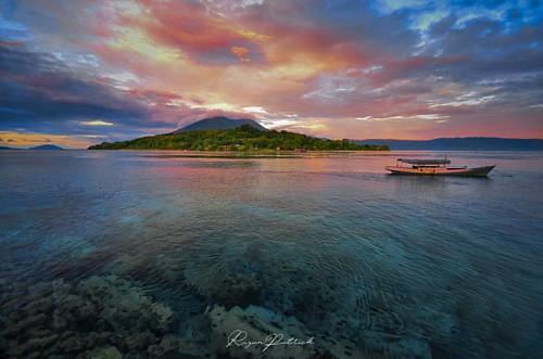 good morning Alor 🌄 (Kepa Island)  #sunrise #alor #alorisland #sunrisehunter #adventure #bajaklaut_id #longexpoelite #serikat_fi #pesonaindonesia_id #geonusantara #lensantt #super_photolongexpo #instanusantara #nikonindonesia #indon