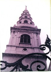St Bride's Church (sftrajan) Tags: greatbritain england london tower church architecture arquitectura kirche steeple londres scanned architektur angleterre glise  fleetstreet architettura granbretagna cityoflondon nikonem architektura  grandebretagne  stbrideschurch   grosbritannien