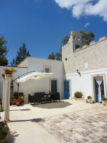 courtyard lounge of Puglia house for sale