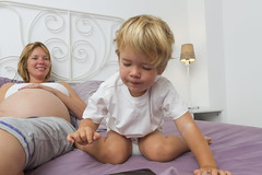 Ben and Laura 13 (Alex Bramwell) Tags: portrait laura home fun bed ben kindle