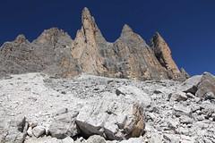 Rovine (lincerosso) Tags: montagna paesaggio dolomiti bellezza rovine trecimedilavaredo erosione tempogeologico piccoladilavaredo detritidifalda