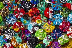 Fuxico (Rita Barreto) Tags: brasil artesanato fuxico recife pernambuco nordeste culturapopular costura artesanatodepernambuco retalhosdetecido tecidoscoloridos uniãodeváriaspequenastrouxasdetecido