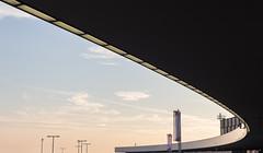 Flugbahn - Airport Vienna - Flughafen Wien (Gerhard R.) Tags: vienna wien building architecture airport arquitectura architektur flughafen modernarchitecture modernearchitektur