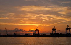 Aurora (juanjofotos) Tags: sol puerto mar amanecer aurora gettyimages marmediterráneo graodecastellón geoetiqueta juanjofotos juanjosales