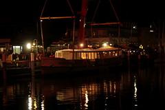 Thunersee Schiff MS Oberhofen bzw. MS Vriendschap im Wasser bei der Ländte 1 in Thun im Berner Oberland im Kanton Bern in der Schweiz (chrchr_75) Tags: chriguhurnibluemailch christoph hurni schweiz suisse switzerland svizzera suissa swiss kantonbern chrchr chrchr75 chrigu chriguhurni 2013 thun berner oberland berneroberland nacht night nuit schiffmsoberhofen rückkehr schiff ms oberhofen kursschiff bateau ship schiffahrt kursschiffahrt passagierschiffahrt passagierschiff skib alus πλοίο 船 корабль schip fartyg barco albumschweizerkursschiffe november november2013 1311 kanton bern thunersee alpensee see lake lac sø järvi lago 湖 albumthunersee albumschweizindernacht albumkursschiffethunersee