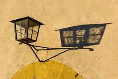 Laterne, Laterne  (Explored) (fotomanni.de) Tags: abend gelb laterne schatten ipsheim bergkirchlein