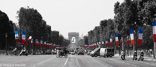 Défilé de drapeaux