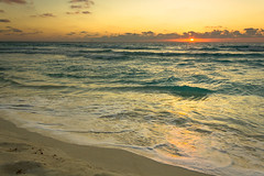 Amanecer (sunrise) in Cancun. (MigueelRoojas) Tags: sunrise amanecer cancun roo quintana