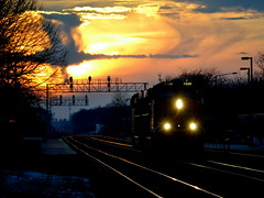 Burning sky (Robby Gragg) Tags: naperville bnsf es44dc 7220