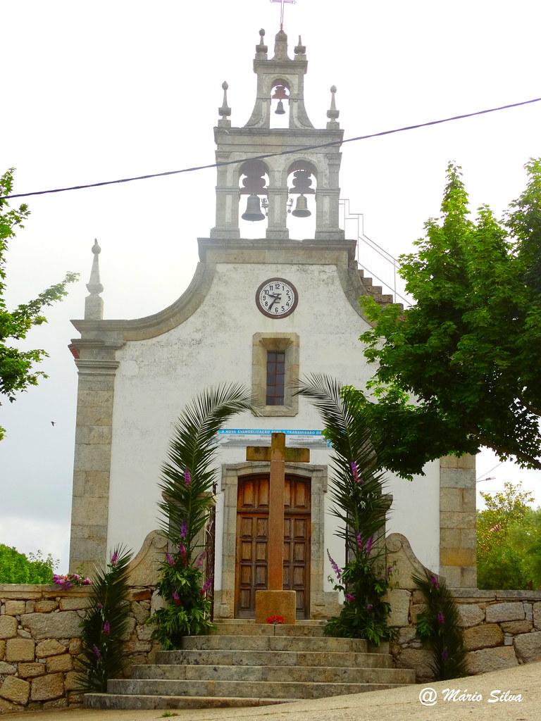 Águas Frias (Chaves) - Igreja matriz com entrada engalanada ...