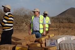 Kenia:  Lebensmittelverteilung von Caritas  in Marsabit (Caritas international) Tags: katastrophe dürre hilfsgüter hilfsaktion hungermangelernährung lebensmittelverteilung personenmitarbeiter caritasinternational visibility marsabit kenia ken