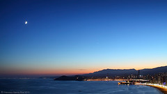 Anocheciendo en  Benidorm / Benidorm at dusk. (Recesvintus) Tags: sea vacation sky urban panorama espaa costa moon seascape mountains tourism beach skyline skyscraper marina buildings landscape lights luces coast mar spain edificios holidays europe mediterranean glow venus shine dusk playa paisaje panoramic luna alicante cielo coastline urbano bluehour 169 mediterrneo anochecer benidorm nightfall montaas brillo rascacielos costablanca resplandor granhotelbali coastalview intempo canoneos50d horaazul touristicplaces canonef2485usm recesvintus cruzadasi galleryoffantasticshots potd:country=es