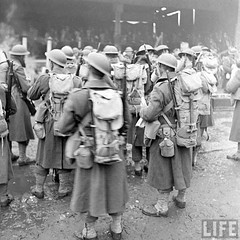AEF US Army troops arriving at Belfast, Northern Ireland, 1942 (G.I.N.I) Tags: belfast 1942 eto usarmy aef pollockdock 34thinfantrydivision