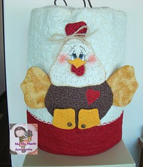 Galinha Fofucha.. (Ma Ma Marie Artcountry) Tags: chicken galinha patchwork cozinha crafting galinhacountry capadegalão galinhaemtecido capadebombonadeágua
