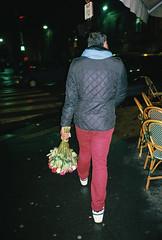 Les bouquets8 (Aurdur) Tags: world street camera city portrait bw white black france eye souls 35mm lens photography aperture flickr moments fotografie faces candid creative large commons going scout olympus scene snap explore crop 28 eyed moment pocket unposed documentation left rue collecting tog durand decisive quotidien aurélien fhoto my2 mju2 μ2 μmjuii strassenfotografie flickriver streettog seelenraub aurdur