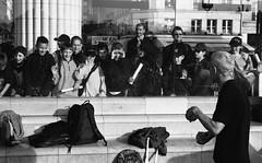 Juggler outside the Forum des Halles (Paris - 2002) (flemi) Tags: noiretblanc blackandwhite nb bw scènesderue streetphotography kodak bw400cn paris france jongleur juggler pentax mzm
