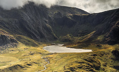 Cwm Idwal in September Stormlight (Nick Livesey Mountain Images) Tags: