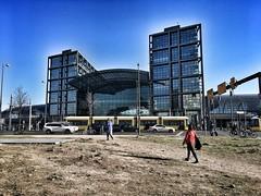 Übern' Acker zum Hauptbahnhof. Berlin, Berlin. (Oliver_D) Tags: berlin stadtzentrum hauptbahnhof strase gebäude architektur