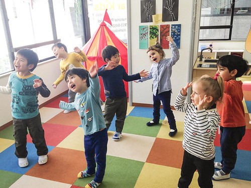 Singing and dancing at Star Kids International Preschool, Tokyo. #starkids #international #preschool #school #children #kids #kinder #kindergarten #daycare #fun #shibakoen #minatoku #tokyo #japan #instakids #instagood #twitter #子供 #幼稚園 #保育園 #スターキッズ #インターナ