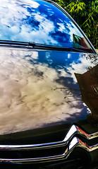 2017-04-02 – Ciel noir, ciel bleu (Kent, Enzo Enzo) (Robert - Photo du jour) Tags: avril 2017 regarddunjour cielnoircielbleu kentenzoenzo kent enzoenzo ciel bleu reflet vitre parebrise citroen voiture capot