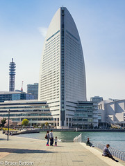 170406 Yokohama-05.jpg (Bruce Batten) Tags: locations tokyobay kanagawa northpacificocean oceansbeaches urbanscenery honshu buildings people subjects japan yokohama yokohamashi kanagawaken jp
