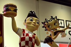 Betty Boop loves Big Boy (35mmMan) Tags: americana betty boop big boy burgers london excel classic car show 2017
