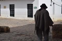 Caminante por Villa de leyva (paopradar) Tags: señor pueblo villadeleyva old edad experiencia people society men grandfather