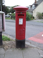 Edward 8th Pillar Box, Gregness Gardens, Aberdeen, AB12 175 (aecregent) Tags: aberdeen postbox royalmail pillarbox edward8th eviiir 200912 ab12175