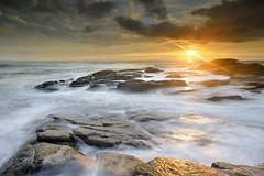 Lever de soleil sur la pointe de la Gournaise #1 ~ le d'Yeu [ Vende ~ France ] (emvri85) Tags: seascape zeiss sunrise rocks waves rochers le vende yeu ctenord iledyeu dyeu leefilters d800e lagournaise