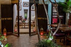 Riad Houdou - Patio (Benjamin Gillet) Tags: light fruits night lumire patio arbres morocco maroc marrakech medina fontaine nuit riad ambiance mdina houdou