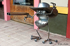 Stick 'Em Up ! (thegreatlandoni) Tags: sculpture usa art metal artwork mainstreet cowboy funny steel character humor wyoming sheridan welded vision:outdoor=0856