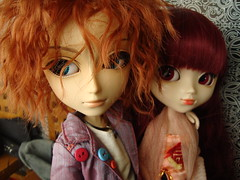 Mad y Susumi (El beso) (Lunalila1) Tags: paris dark hotel outfit doll tour wig nakano groove pullip mad fh kuro vi hatter elbeso susumi alberic taeyang junplaning stica
