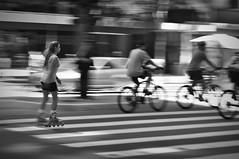 Lazer na Paulista (Digenes Arajo) Tags: brasil sopaulo pb sp pretoebranco patins avpaulista ciclistas faixadepedestre sadafotogrfica fotocultura