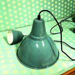 """ซื้อโคมไฟจาก IKEA มาสีครีม นายช่างตู่บอก """"เอามาโยนให้ผม เดี๋ยวผมจัดให้คุณต้อม"""" ผลออกมา....โอยยยยย!! หลงรักซะละ"""