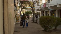 El Faro de Apoquindo (Oxkar G) Tags: calle mujer minolta sony mama nio pasaje apoquindo elfaro lascondes 3580 manquehue a37 comprastreet