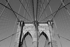 Brooklyn Bridge - NYC (Les essais photographiques) Tags: nyc new york city trip travel voyage découverte discover sightseeing tourisme tourism pont brooklyn bridge géométrique symétrique noir blanc black white exterieur architecture vacances vacation holidays restday manhattan etats unis usa united states america amerique