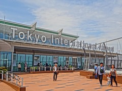 @Tokyo Haneda International Airport (HDR) (Phreddie) Tags: hello trip airplane tokyo airport aircraft kitty international pikachu pokemon biz haneda 130515