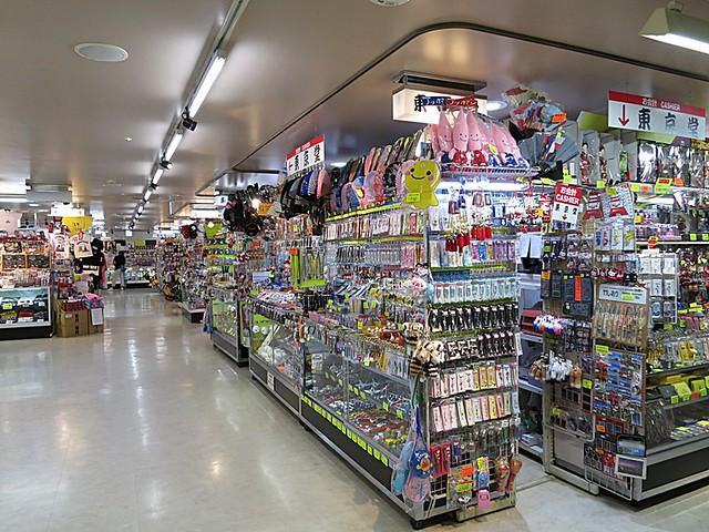 入ってすぐお土産屋さんロードが。|東京タワー
