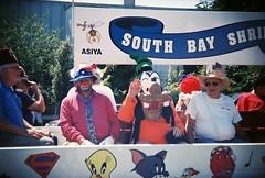 Goofy (jfpj) Tags: california film goofy clown toycamera parade 4thofjuly plasticcamera redwoodcity holga135