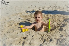 Man at work (Tabar Neira) Tags: summer beach sand playa arena verano adrian shovel dig pala tabare cavar valaingaur