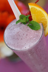 Bloomberry_Smoothy_with_Yogurt