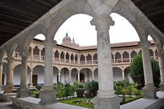 Claustro del Convento de Las Dueas, Salamanca. (lumog37) Tags: claustros cloisters convento convent arquitectura architecture catedrales cathedrals
